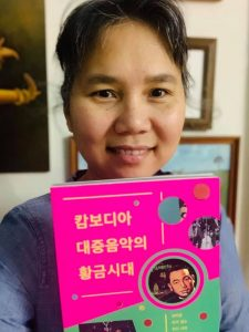 LinDa with Book